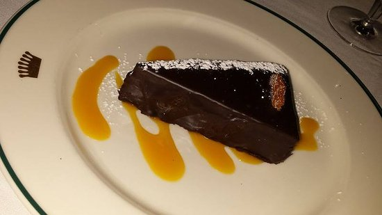 Dining Room at Trapp Family Lodge: Sachertorte with apricot coulis