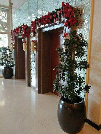 Hotel Elizabeth Cebu: Lobby/Elevator