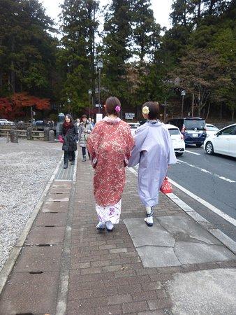 Shinkyo: 神橋には和服姿が似合います。