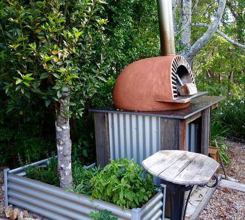 Bellingen, Australia: More pizza with herbs at hand