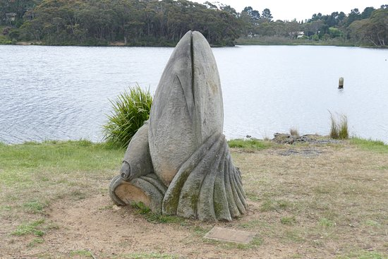 Wentworth Falls, Australia: One of the many sculptures at the Lake