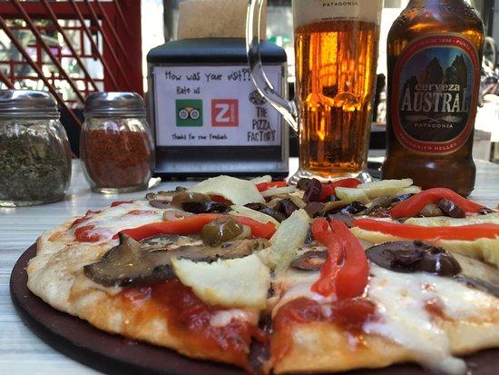 The Pizza Factory: Pizza y Cerveza en el Patio Bellavista