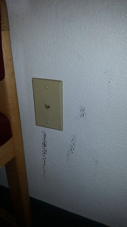 Bernalillo, NM: Dirty walls in the room