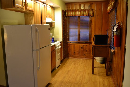 Carrollton, KY: Kitchen in 2-bedroom cabin