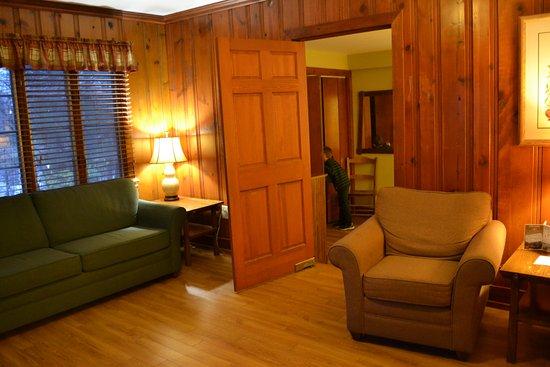 Carrollton, KY: Living room in 2-bedroom cabin