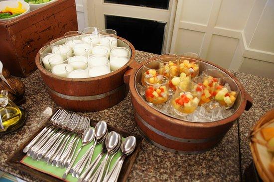 Rest Detail Hotel Hua Hin: 早餐-好像是奶凍跟水果丁可加優葛