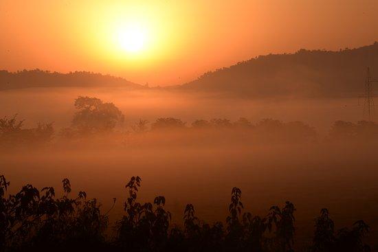 Resort Borgos : Sun rising over the mist