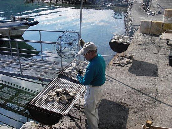 Kihoku-cho, Japón: どんどん焼いてくれます。殻をむいて提供してくれるのが助かります