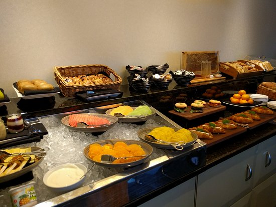 Amora Hotel Wellington: Continental breakfast from the club lounge