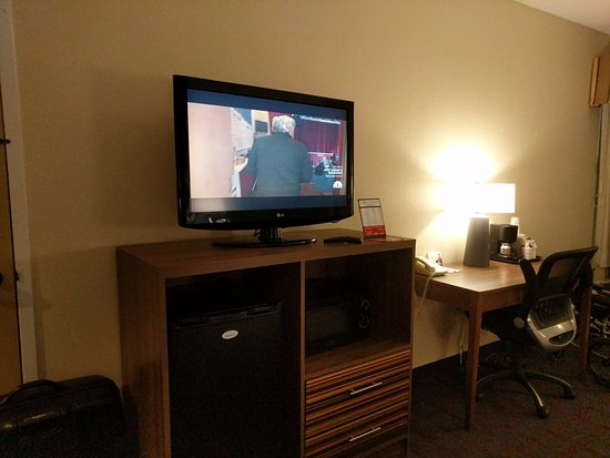 Fishers, IN: Fridge, Microwave, TV, Desk