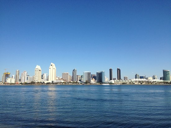 Coronado, Kaliforniya: View towards San Diego skyline