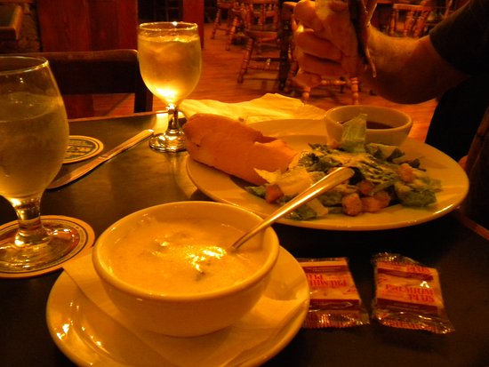 Chemainus, Canada : beef dip with caesar salad & soup of the day