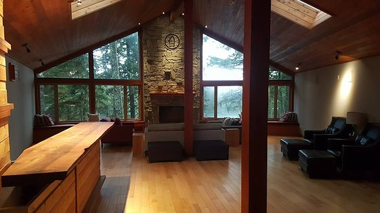 The Cabins at Terrace Beach: Great room for the lodge's guests to use