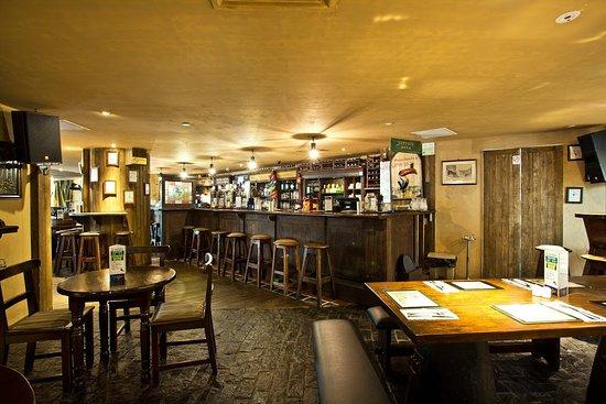 Muddy Murphy's Irish Pub : Muddy Murphy's Main Bar