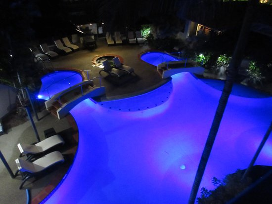 Meridian Port Douglas: pool at night