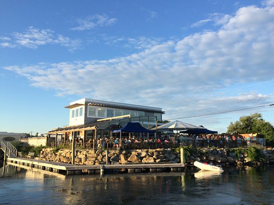 South Kingstown, RI: A view of the restaurant from across the way