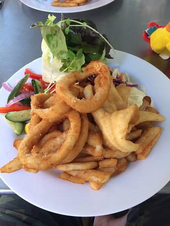Greenwell Point, Australia: I had the pleasure of having a Mixed plate for lunch with an iced coffee.. The calamari was the
