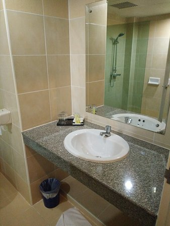 Bunjongburi Hotel: The sink