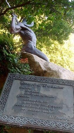 Lakeside, Калифорния: Warrior Statue & Plague