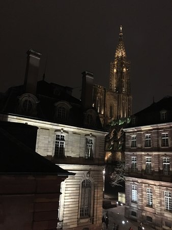 Suisse Hotel: Accueil et vue sur la cathédrale depuis la chambre