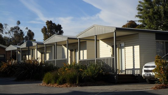 Attwood, Australia: Units up the little street - not as nice as 48