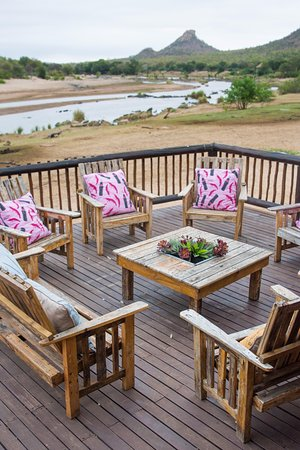 Phalaborwa, Güney Afrika: Deck at Sefapane River Lodge