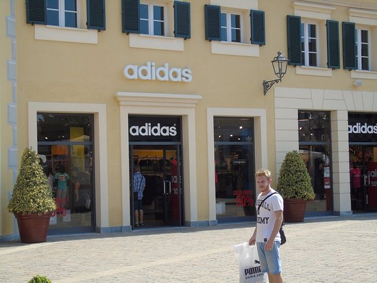 Adidas picture of serravalle designer outlet serravalle for Serravalle outlet