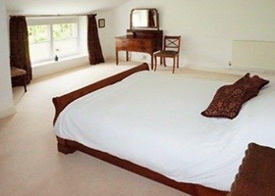 Lake Farmhouse: Garden bedroom