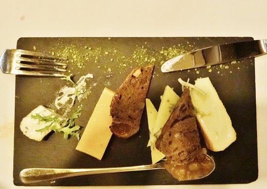 Papendrecht, Belanda: Minuscule stukjes kaas en getoast brood