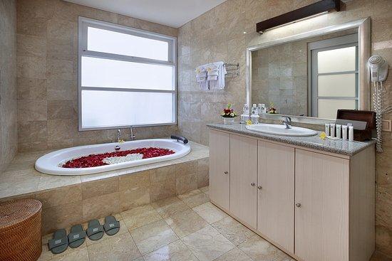 Villa Coral: bathroom setup