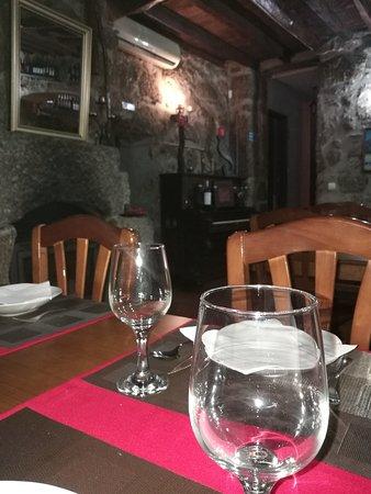 Santa Comba Dao, Portugal: ...a arte de bem servir...