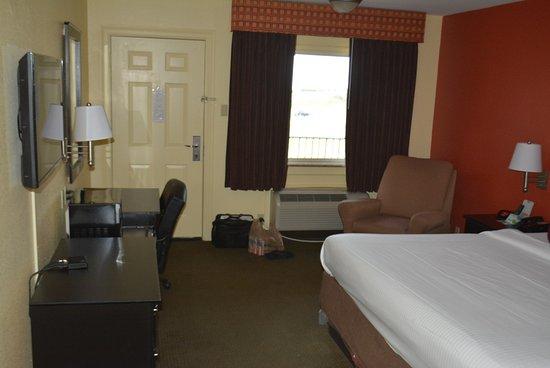 Americas Best Value Inn: The Room