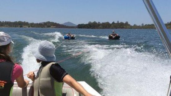 Boonah, ออสเตรเลีย: Go tubing behind your boat