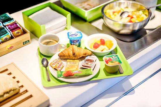 Petite-Foret, Франция: Petit-déjeuner buffet de 5h à 10h30