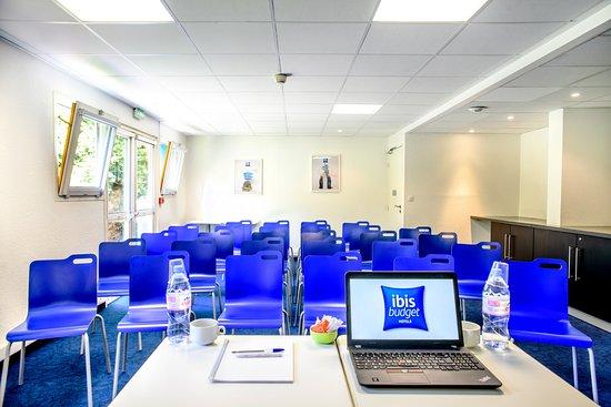 Petite-Foret, Франция: Salle de réunion disponible sur réservation