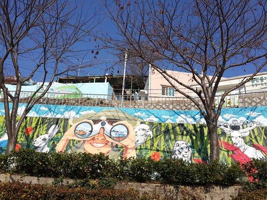 Tongyeong, Coréia do Sul: Dongpirang Wall Painting Village