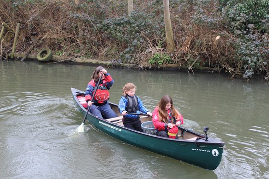 Stansted Mountfitchet, UK: Winter paddling on the River Stort
