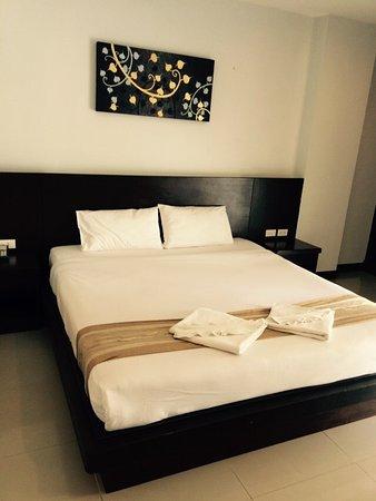 Garden Phuket Hotel: Большая кровать