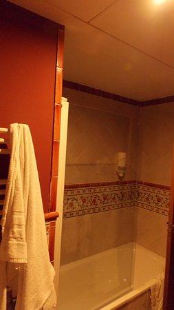 Agora Juan de Austria : baño completo: con ducha y bañera.