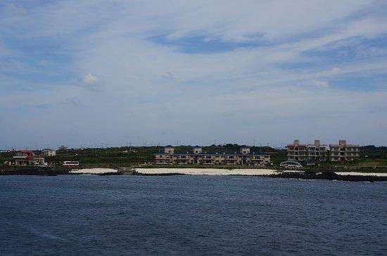 Udo: Вид на остров Удо с моря.