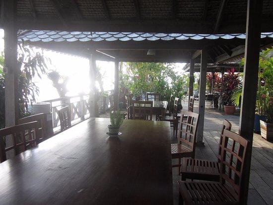 Saumlaki, Indonesien: Buiten eetgedeelte