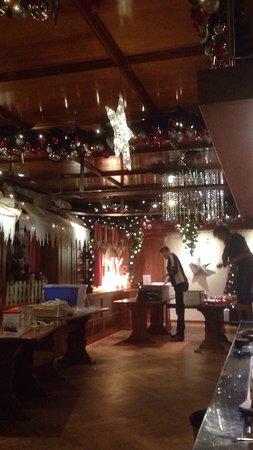 Glattfelden, Switzerland: Die schönste Weihnachtsdekoration immer im Löwen