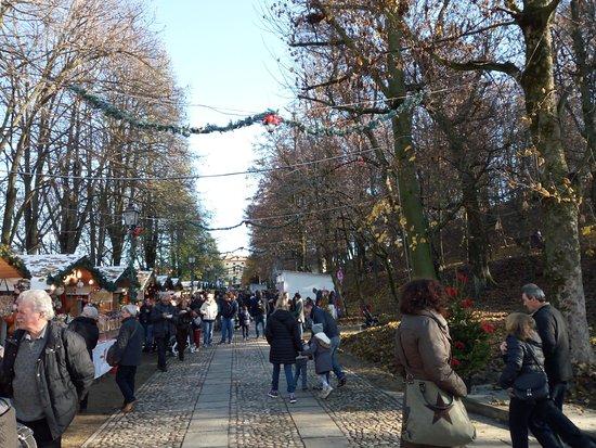 Govone, Italia: il viale del mercato natalizio