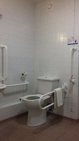 Claregalway, Irland: Accessible Bathroom