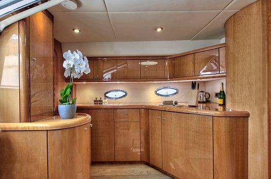 Birgu (Vittoriosa), Malta: Miss Moneypenny kitchen facilities