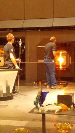 Corning, NY: Glassblowing demonstration