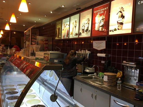 Livingston, NJ: Haagen Daaz - ordering counter
