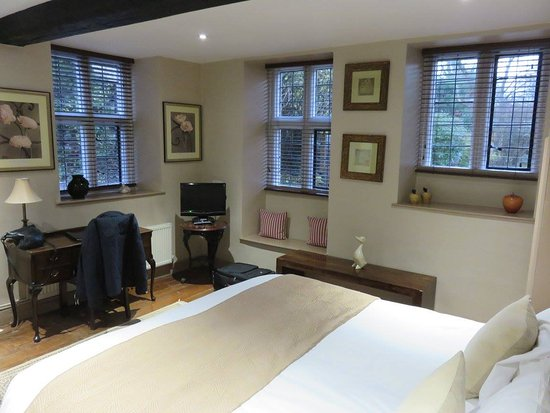 Nailsworth, UK: A room in the Old Mill building.