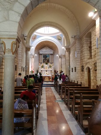 Kfar Cana, Israel: Interno della Chiesa
