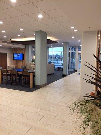 Salem, IL: Lobby and breakfast